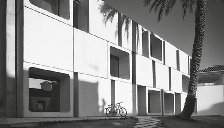 Los prefabricados de Cotubo en la Biblioteca Municipal Antonio Gala de Guadalcázar.